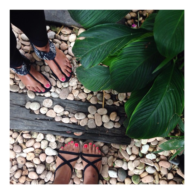 Strappy sandals & dewy skin ☀️