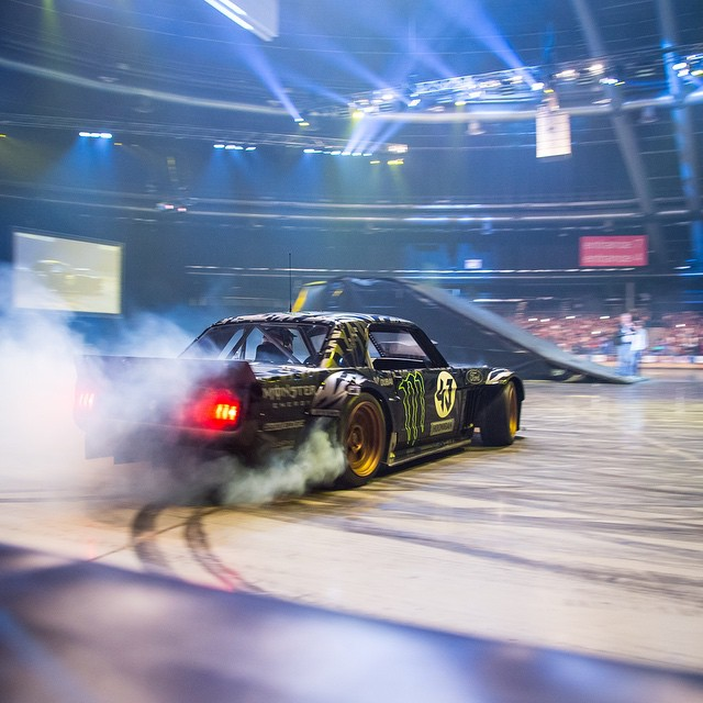 In South Africa, @kblock43 prefers to hoon indoors... #clarksonhammondmaylive