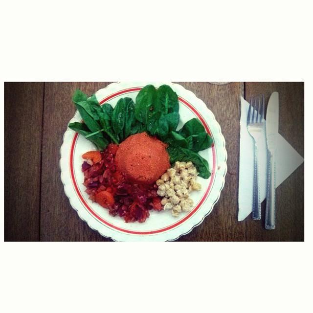 """Todos en el cumple, y vos te quedas """"estudiando"""" #vegan #dinner #culinaryart #ilovefood #ilovethecolors #iloveitall #instanight #estudianena"""