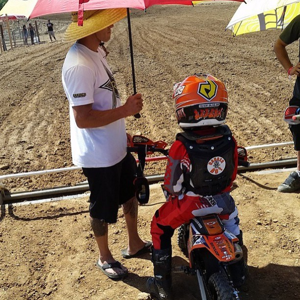 Getting ready for Moto 1 here at Hangtown with @dangerboydeegan ✊