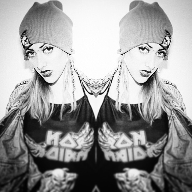 doblemente hermosa @sawrina #beanie #hat #gorro #beautiful #trendfashion #rad #cool #UrbanRoach #streetwear #pixelwear