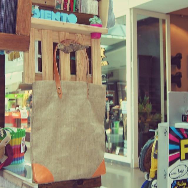 Encontranos en #Pilar, paseo Pilar tienda NMO, también estamos en shopping soleil en la góndola Quest, y si queres más comodidad compra desde tu pc entrando a www.goodpeople.com/sientobags  #goodpeople #totebags #cute #outfit #lifestyle #joda...