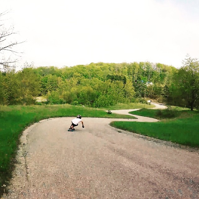 Go to longboardgirlscrew.com and check LGC USA Ambassador @possala fun little run at Michigan's mini Maryhill. Hope you all had a lovely weekend! x  #longboardgirlscrew #womensupportingwomen #skatelikeagirl #girlswhoshred #possalawang #michigan