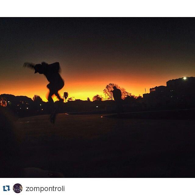 #Repost @zompontroli ・・・ Una de las maravillas del pachapark. Sus atardeceres con buenos amigos! #skateboard #bowl #park #friends #chante #pachapark #igersbsas #sunset #vsco #vscocam #VITA #VitaCaps #VitaBeanies
