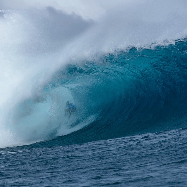 This just in- @joelparko drops the first 10-point ride of the Fiji Pro as Cloudbreak continues to pump in Round 4 action. @wsl