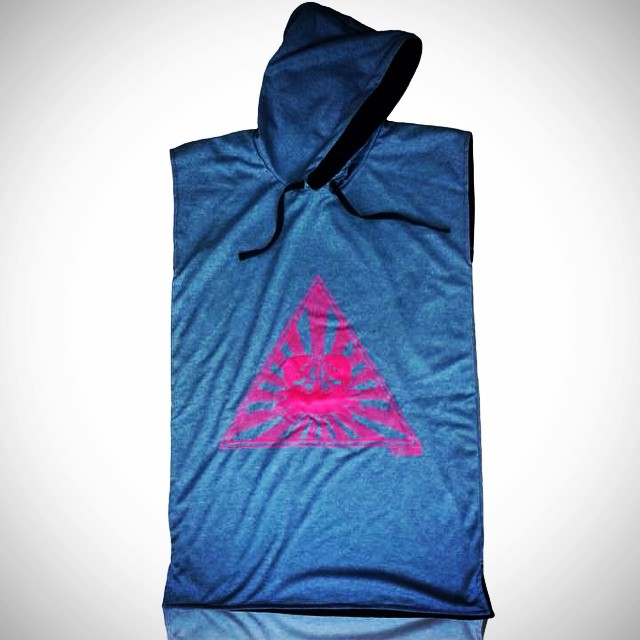 PALAPAPA || GRIS Y FUCSIA #surf #wakeboard #kitesurf #sup #wear #clothing #color #towel #hydrowick #sport #riders #perfect #style #cool #like #changer #palapapa #sport