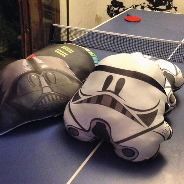 Un poco de juego, un poco de trabajo! #pingpong #starwars #daftpunk #domingo