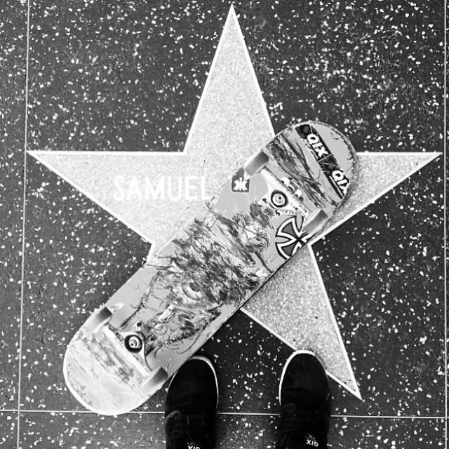 @samuel_jimmy com seu QIX na calçada da fama em Los Angeles. #qixteam #qix #skate #LosAngeles #skateboard #skateboarding skateboardminhavida