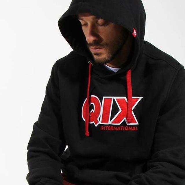 A Coleção Inverno #QIX já está à venda nas melhores skateshops de todo o Brasil. São camisetas, moletons, camisas, jaquetas e calças uma mais irada que a outra!  Veja as peças e saiba mais sobre a Coleção Inverno em: http://qix.sk/qixinv15