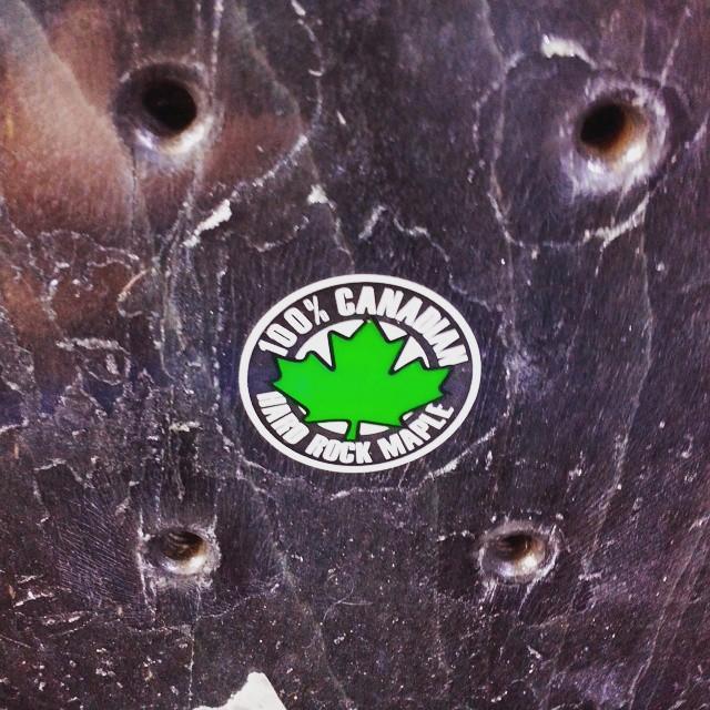 Somos un poco estrictos a la hora de reciclar tablas de skate, únicamente reutilizamos la madera de maple ya que esta madera es de mejor calidad! Eso es lo que buscamos en nuestros anteojos, calidad y por sobre todo diseño! #recycledskateboards ...