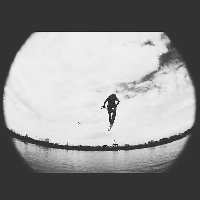 """@tomikaragozian - """"Ya pueden ver el clip #WakeForIt en mi FB o el de #ReefArgentina.  3 minutos de mucha diversion con el #ReefTeam en El Re Lugar"""