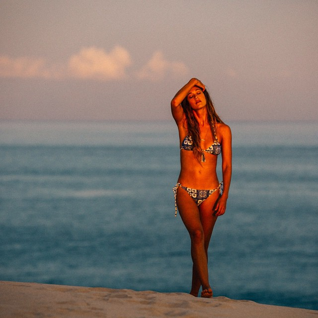 Sun lover @monycaeleogram rocking the tides of way bikini #ROXYready  roxy.com/swim