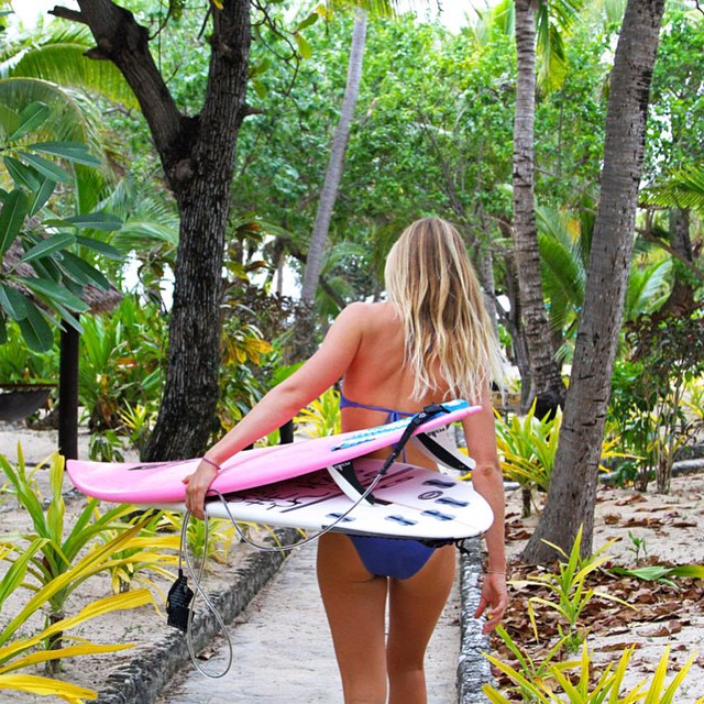 After an exciting finals finish at the #FijiPro, @biancabuitendag talked us through her colorful Cloudbreak quiver for the intimidating Fijian swell. Read more on the roxy.com/blog #ROXYsurf