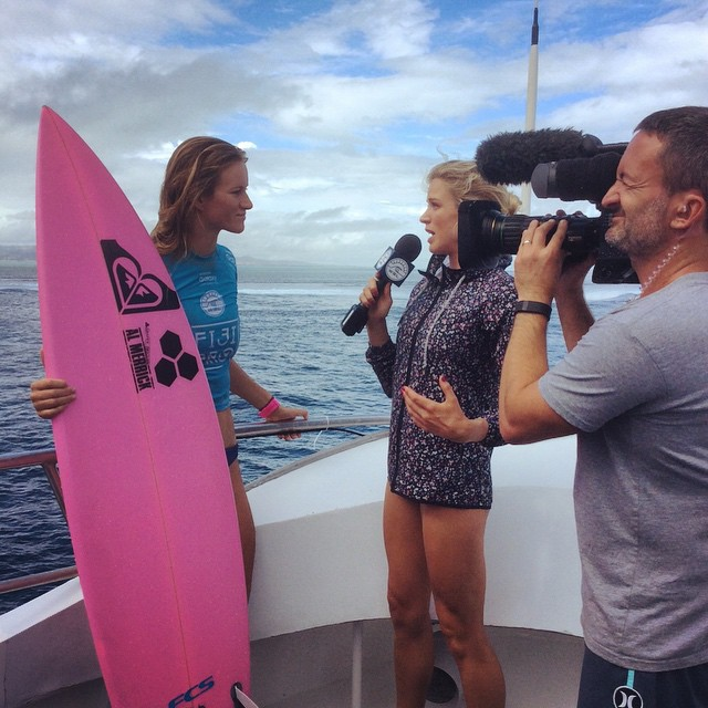 ✨Update✨ Congrats @BiancaBuitendag who made it to the #FijiPro Final, eventually going down to a wounded but determined @Sally_Fitz.  Bianca's beautiful pink board pictured here broke in her quarterfinal win.