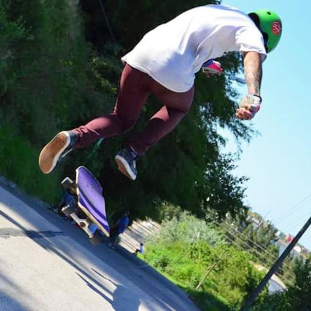 Nuestro amigo el loro, volando alto con su #slyZERO #slyskateboards