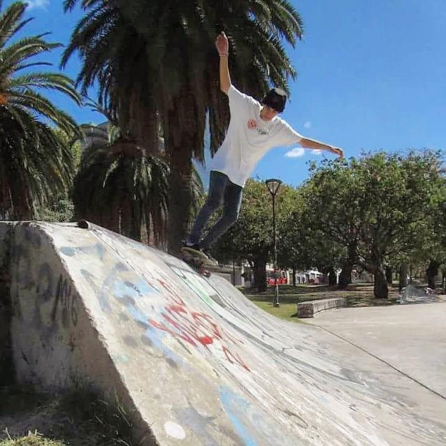 Buen fin de semana largo para todos! Tomen su tabla favorita y a darle. #fiftyfifty #5050 #slyskateboards #skatepark #slyZERO