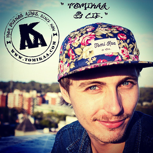You'll be earing from us very soon! Stay tuned www.tomikaa.com  FB. Tomi Kaa official  Modelo : Tomikaa & Cie.- Flower power Special thanks and photo credits @maria.armella  Prod. @tangoandtango #5panellova #5panel #caps #tomikaa #cubrook #official #video