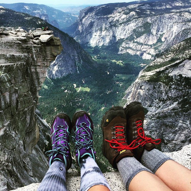 """Who wouldn't be a mountaineer! Up here all the world's prizes seem nothing."" - John Muir  Humbled by this view - Yosemite is truly a special place @cbrookiethomps  #Yosemite #HalfDome #outdoorwomen #alpinebabes #getoutside #explore #awesome..."