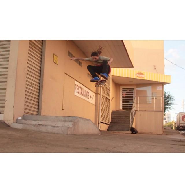 @mauricionavaskt flip style em Cuiabá - MT. #qixteam #qix #skate #skateboard #Cuiaba #Brasil #skateboarding #skateboardminhavida