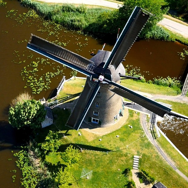 They say the grass is always greener on other side. Or above. Or where Kinderdijk is.  Captured by Freeway Productions with a #DJI S1000.  #IamDJI #dronesaregood