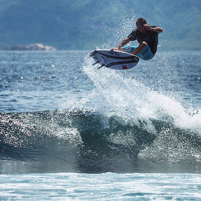 Chris Ward clicking an Indo air on his #ShortRound with #CarbonWrap.