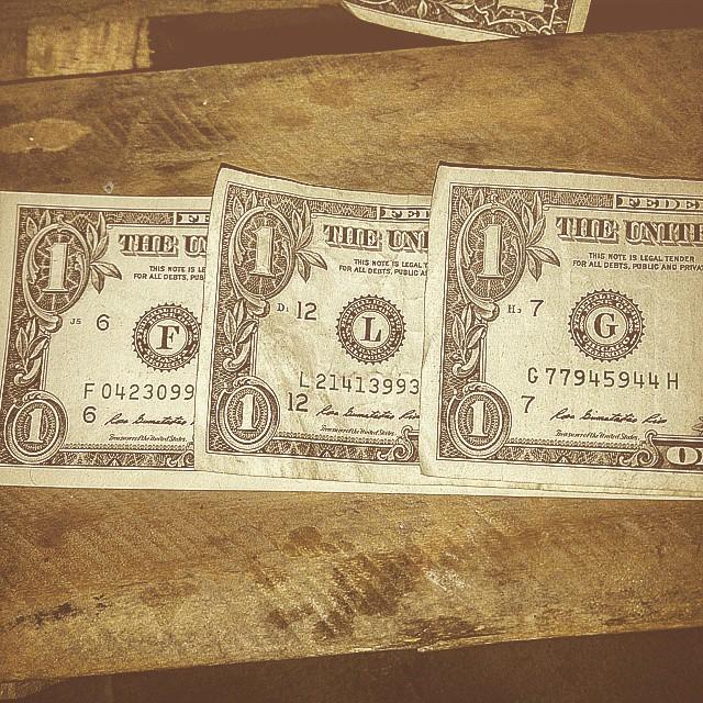Mis iniciales en billetes de un dolar #onedollar #panama #pty