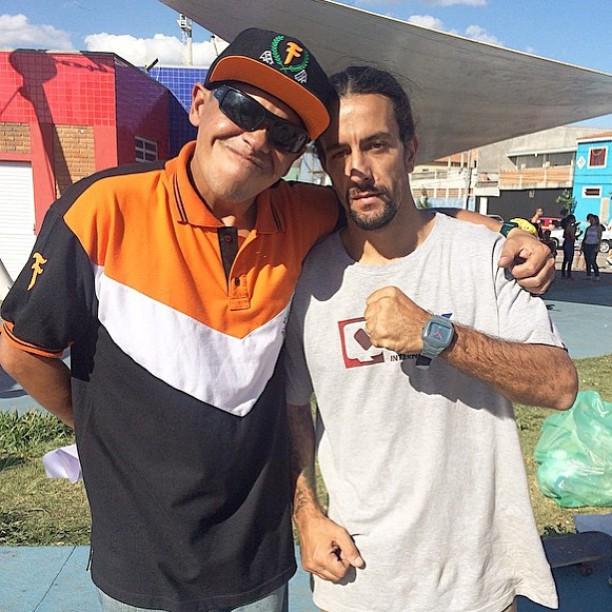 @rodrigoleal com a lenda Sandro Testinha da @ongsocialskate em evento realizado em Poá-SP. #manobradobem #qixteam #qix #evento #ong #social #skate #ongsocialskate #Brasil #skateboardminhavida