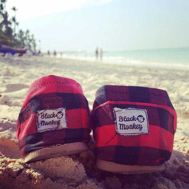 Extrañando el verano! @blackmonkeystore #alpargatas #veranovolve #mexico #islamujeres #blackmonkey #monkeybrand #calzado #colors #blackmonkeyaroundtheworld