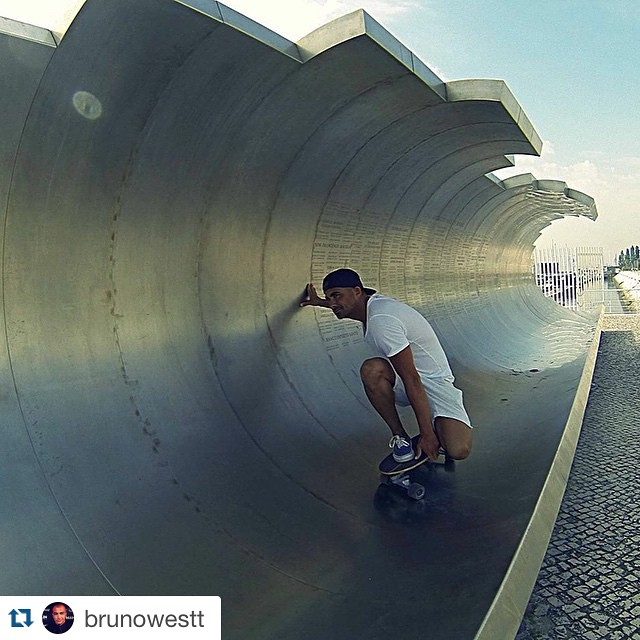 #Repost @brunowestt with @repostapp. ・・・ Street barrels #carverskates #carver #skate #expo #lisboa #portugal #travel #summer #barrel #surf #streetsurfing #surfing #skateboarding #carverportugal #carverskateboards