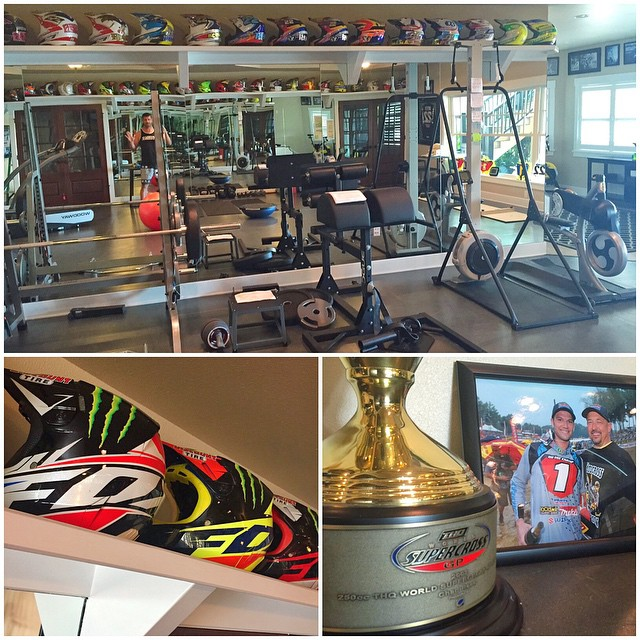 Yesterday's gym: former Supercross and Motocross Champ Chad Reed's (@crtwotwo) personal gym at his home in Florida. Some very inspirational stuff hanging up in this space! Thanks again for having us over, having the kiddies play in the pool, and...