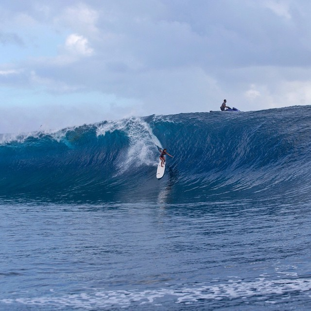 """This is @keliamoniz at Teahupoo yesterday afternoon, on the biggest set that came through. She was on a 9'4 single fin longboard… My mind is officially blown! This girl rules the world. @raimanaworld is beyond incredible"" @stephaniegilmore Tahiti"