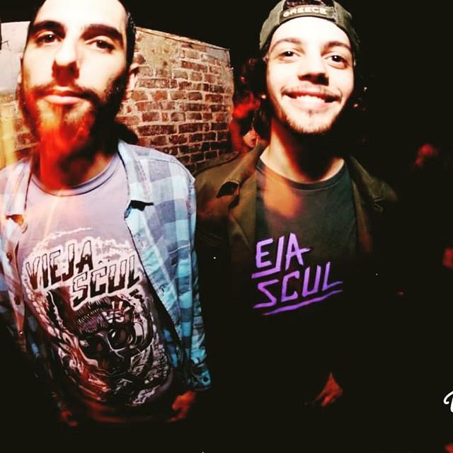 Los chicos de Austeridad se suben al escenario con Vieja Scul #hardcore #austeridad #rosario #tshirt #skateshop  #viejascul