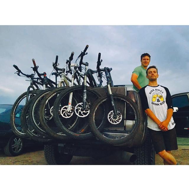 Rolling deep in the pahk. // #EverydayEquipment #pinebrand #SendandEnjoy #RideBikesDrinkBeer @rtedesco on the