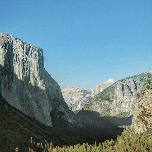 I mean can you imagine being one of the first humans to come across this valley??? #spectacular #yosemite #yosemitenationalpark #halfdome #elcapitan #explore #adventure #wanderlust #exploremore #throwbackthursday #tbt #johnmuir