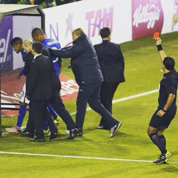 Que vergonha #Neymar! #Chile2015