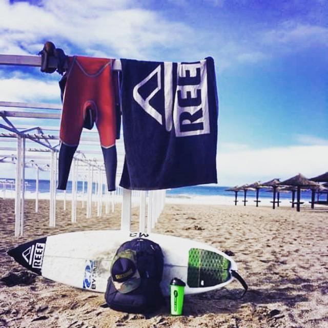 """@mpasseri1 - """"Cuando las olas llegan no podemos postergar la entrada al mar. Ningún frío, ningún cansancio, pueden vencer las ganas de surfear"""" #Soul #Surfing #SurfLove #ReefTeam #ReefArgentina #justpassingthrough #LifeIsShortGoSurfing"""