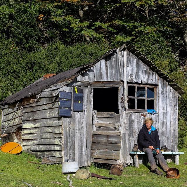 Descansando y recargando energías en el ya abandonado Primer Puesto en la costa Sur de Peninsula Mitre.