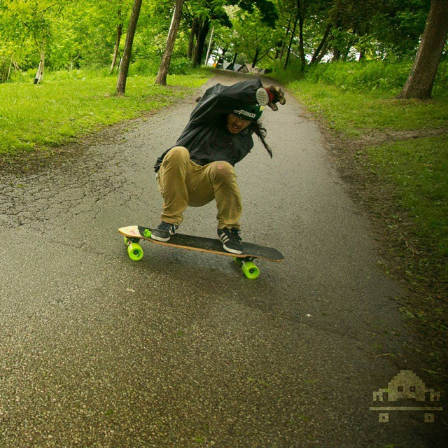 @shawnsousa with this mean squat slide.  PC : @skateinvaders #restlessboards #restlesswim