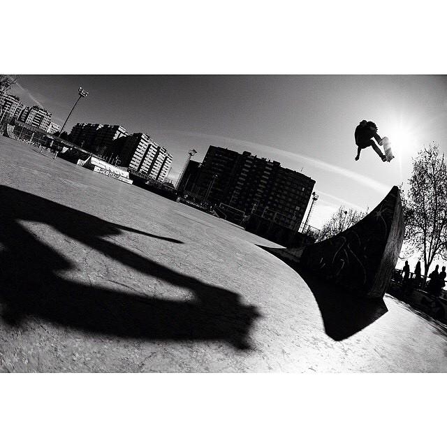 @NassimGuammaz >>> Frontside ollie, Zaragoza>>> Photo: @Dvlphoto#nassimguammaz