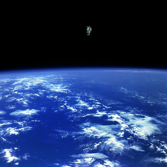 Bruce Mccandleuss on the first ever untethered spacewalk, February 7, 1984. And early forms of #geoprene were on every Apollo space mission PC @nasa #wellsuited #lovematuse #ckth