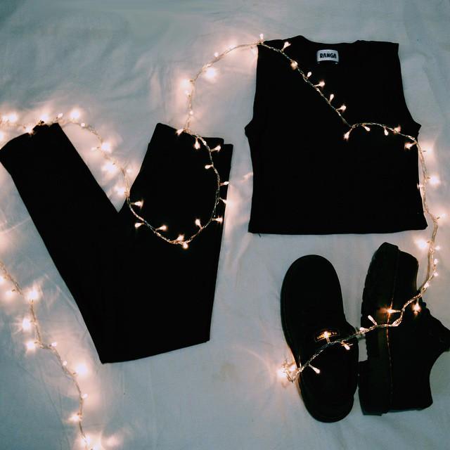 Llevándote el conjunto de top negro + leggings negras tenes un 15% OFF ⚡️