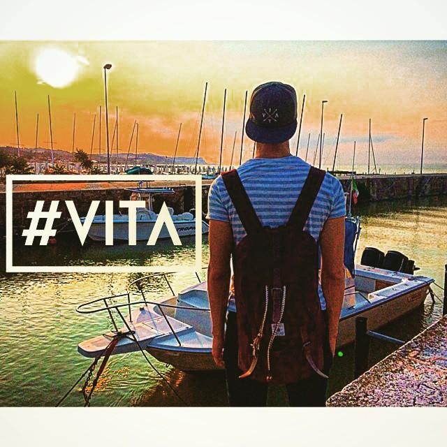 Una vez más, nuestro amigo @nlorenzon nos muestra el mundo con sus fotos, siempre acompañado de su #VitaCaps #Praga !! #VITA #VitaBeanies #Beanie #Stripes #Life #Italia #It #Italy #River #Boat #Sail #Awesome #AW2015 #Fun #Life #LifeStyle #Fashion...