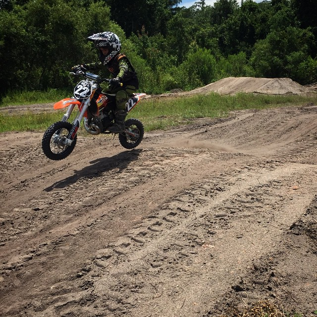 First tires on the track! @jonathangetz22 #fast5yearold #wolfmx #wolftrainingacademy #moto