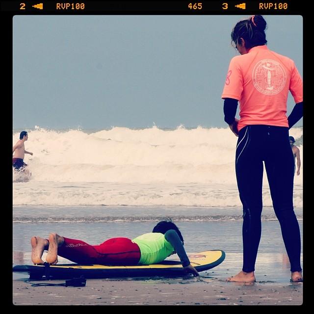 Indra Outdoors en escuela de surf Chicas Extremas.