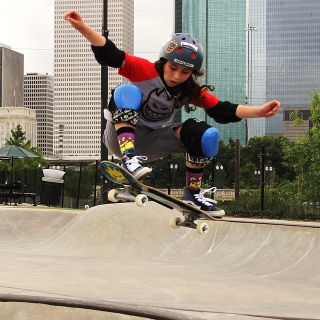Check out this amazing skater @extremelife2003! She's totally killin' it!