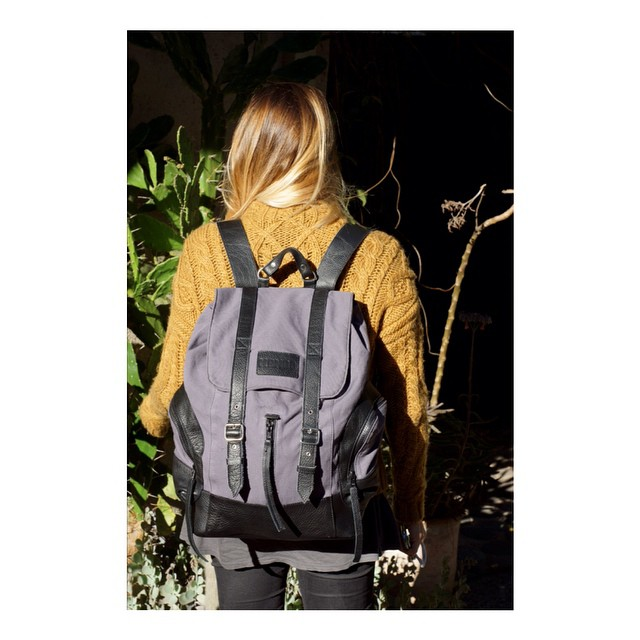 Mochila Junco con bolsillo especial para la compu   Línea Canvas #backpacks #mochilas #mambomochilas #mambo