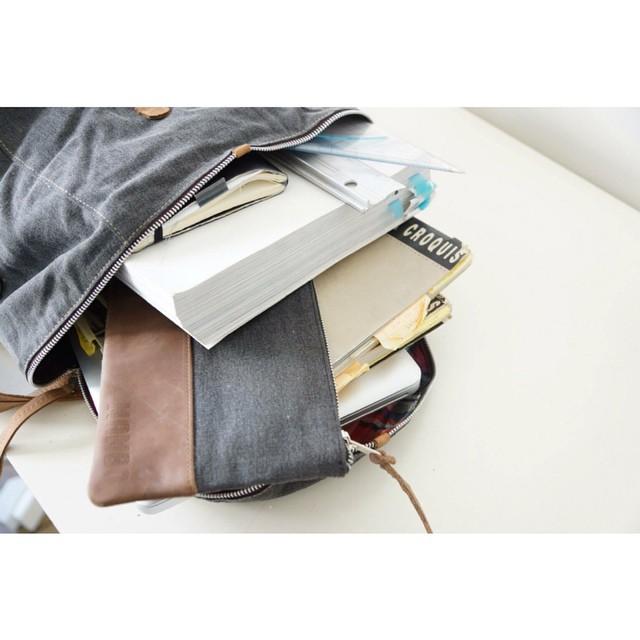 Línea Canvas: lona y cuero combinados en bolsos, mochilas y cartucheras. #mambo #mochilas #backpacks
