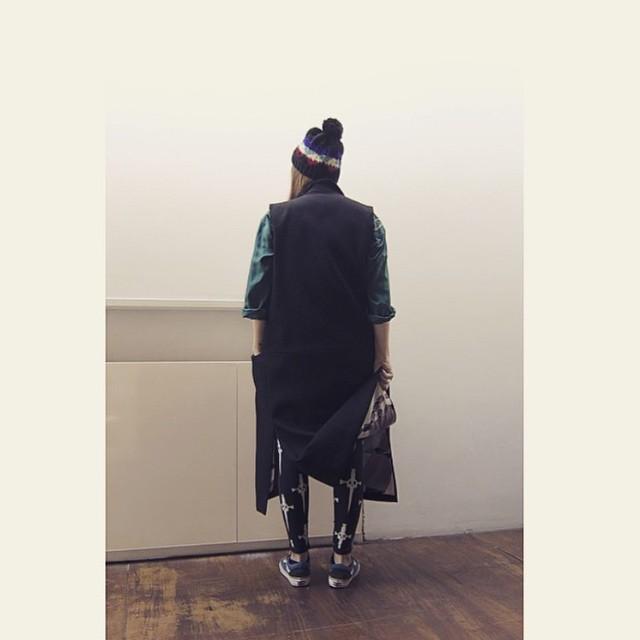 ¿Frío? @esoesmuyflora | #VansGirls #OldSkool