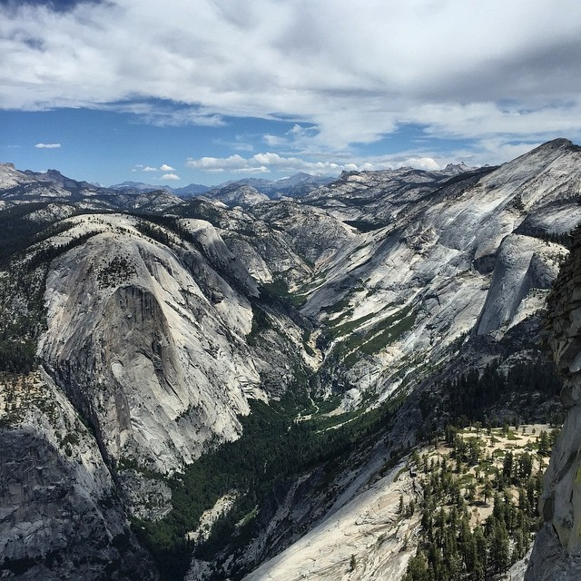 This view got us thinking about the weekend #throwbackthursday #tbt #yosemite #halfdome #hiking #adventureoften #adventure #explore #keepitwild #everdayexplorer #goodpeoplelife