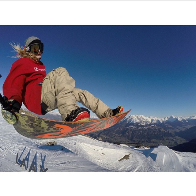 The view's not bad from up here. @hhelgason with a multi-tasking grab in Laax. #vonzipper #elninos